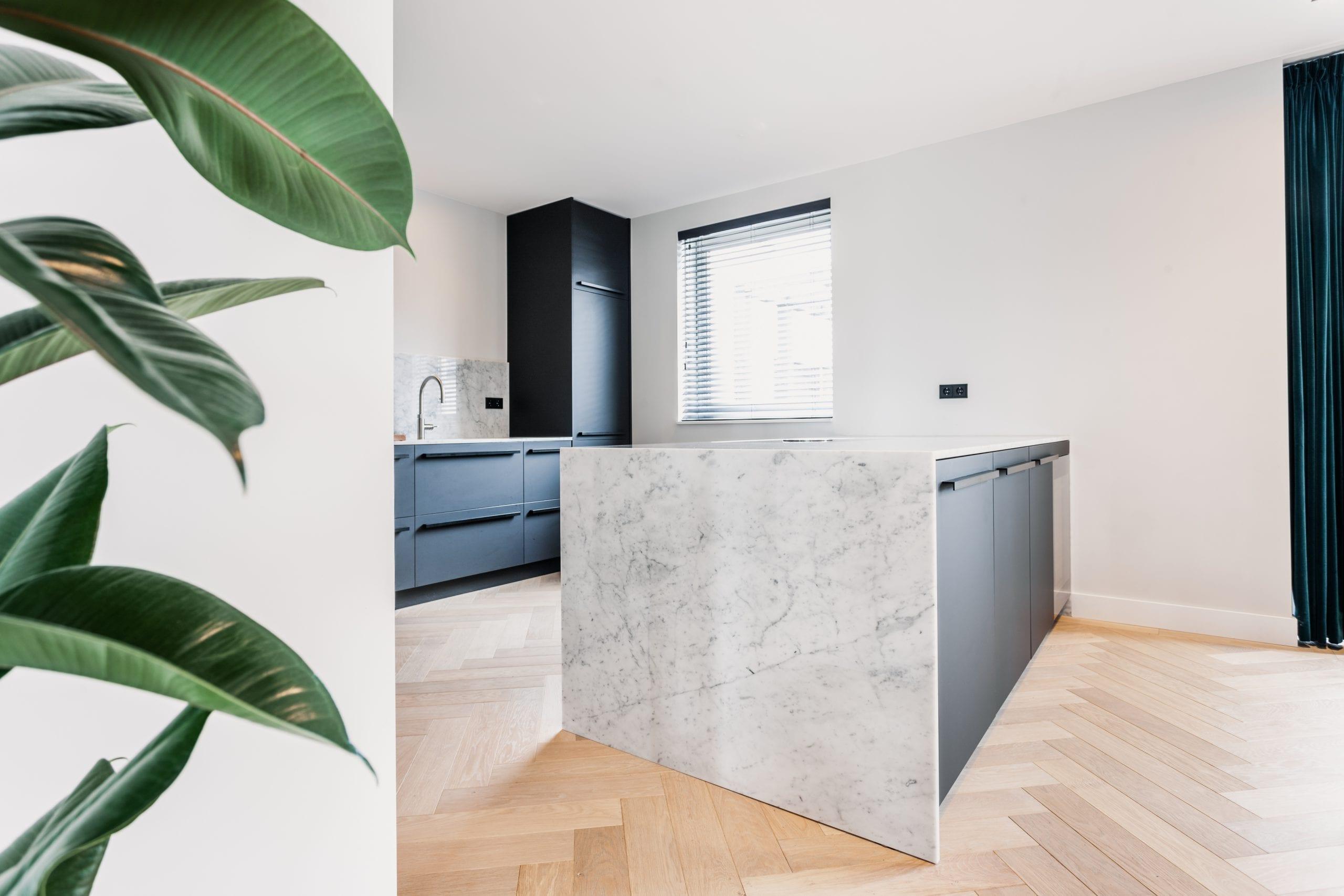 Modern Kitchen With Black Matt Arpa Fenix Marble Robert Tediek