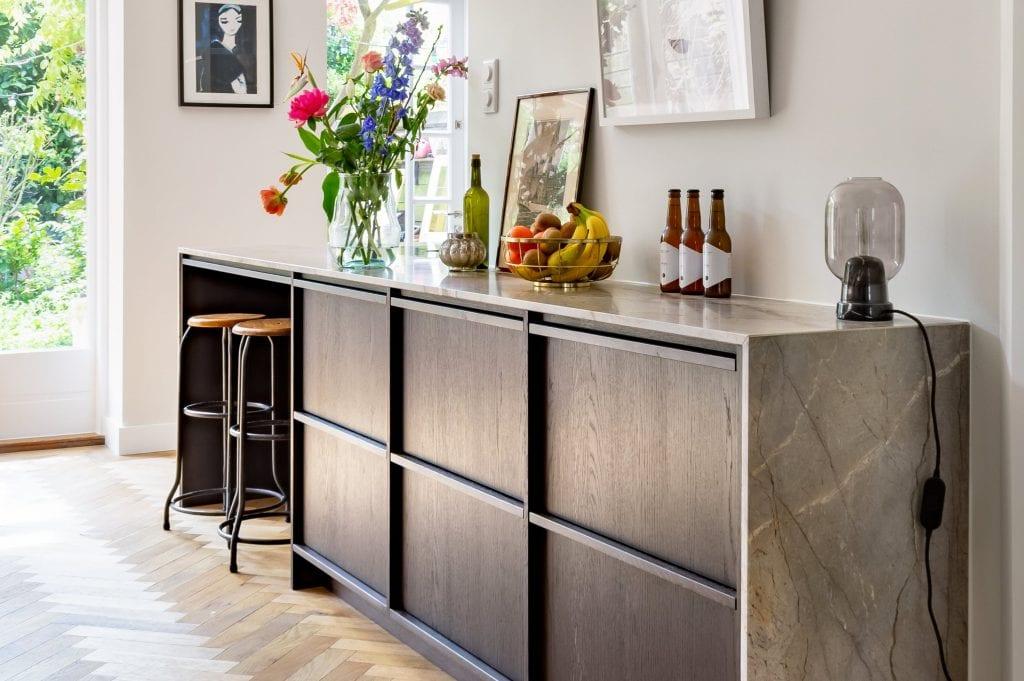 Moderne keuken met excentriek marmer